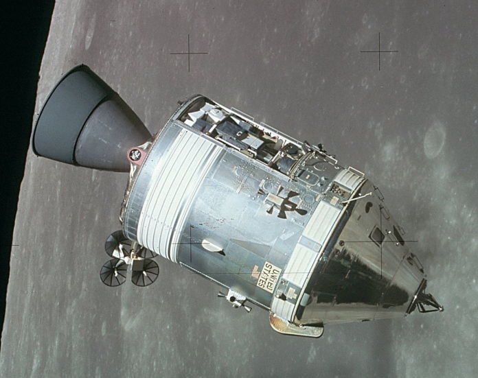 Apollo_CSM_lunar_orbit.jpg