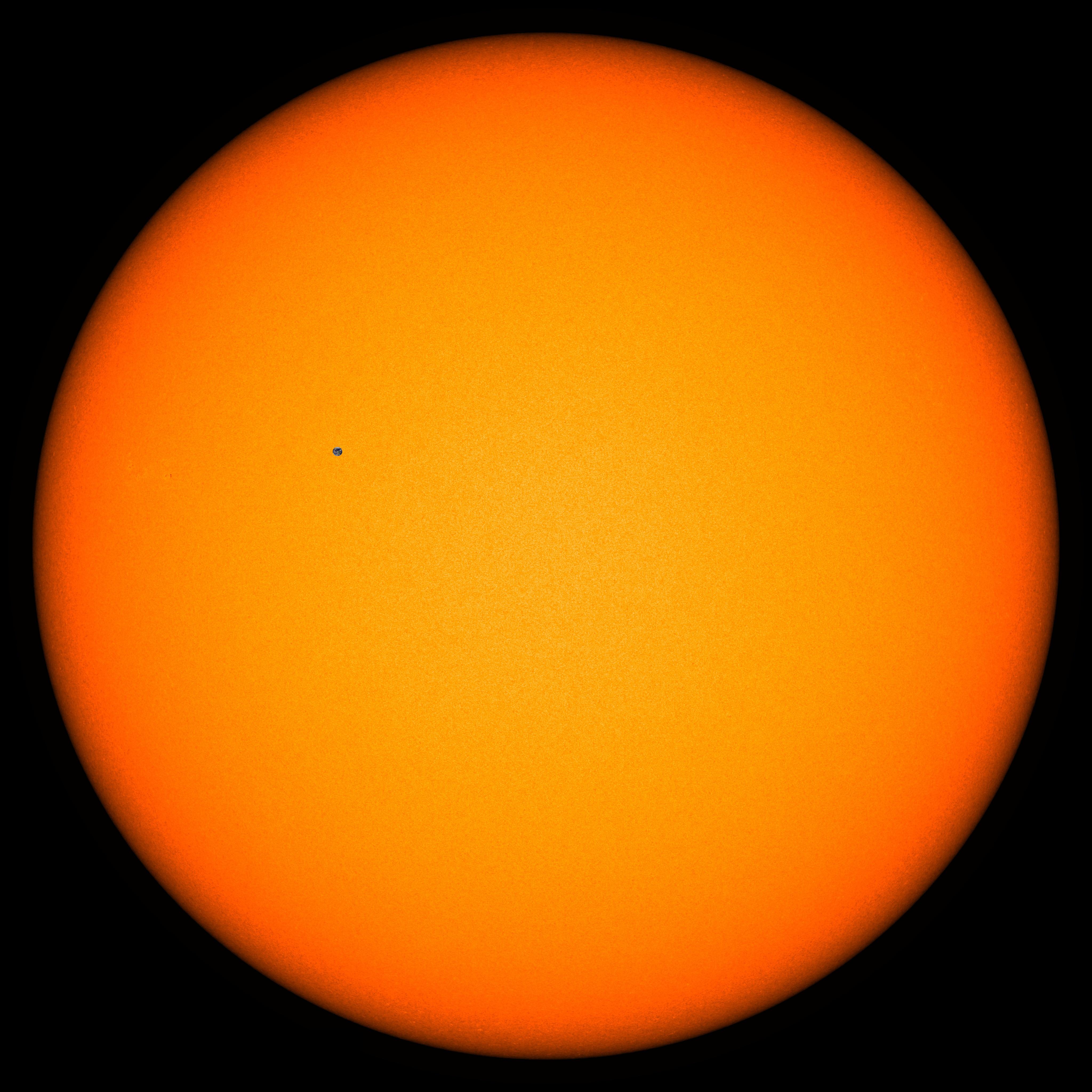 Earth vs Sun at 1 AU.png